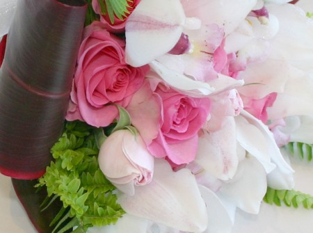 Wedding with roses and cymbidium orchids