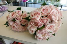 gold coast wedding flowers pink roses