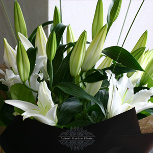 white-lily-bouquet