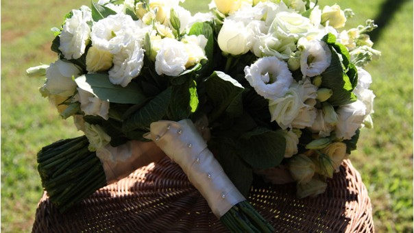 white wedding bouquets large gold coast bride