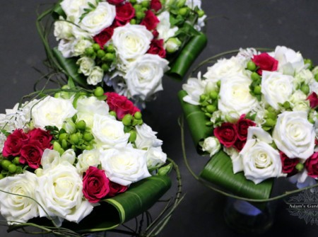 bridesmaids bouquets roses freesias