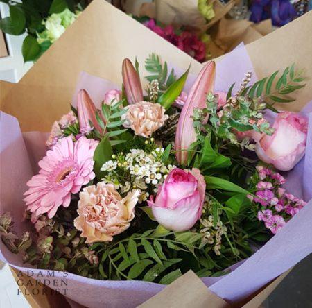 bouquet cottage pale pink tones