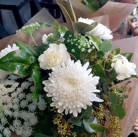 bouquet cottage white green tones