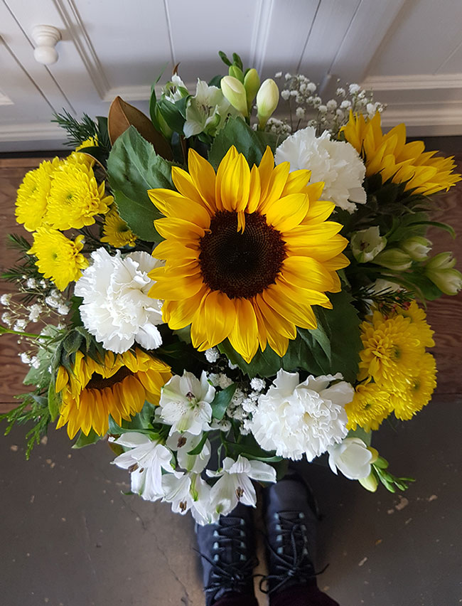 bright sunflowers Gold Coast flower delivery